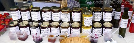 Organic jams in all kinds of flavours on Marylebone Farmers' Market - and taste tests too :)!